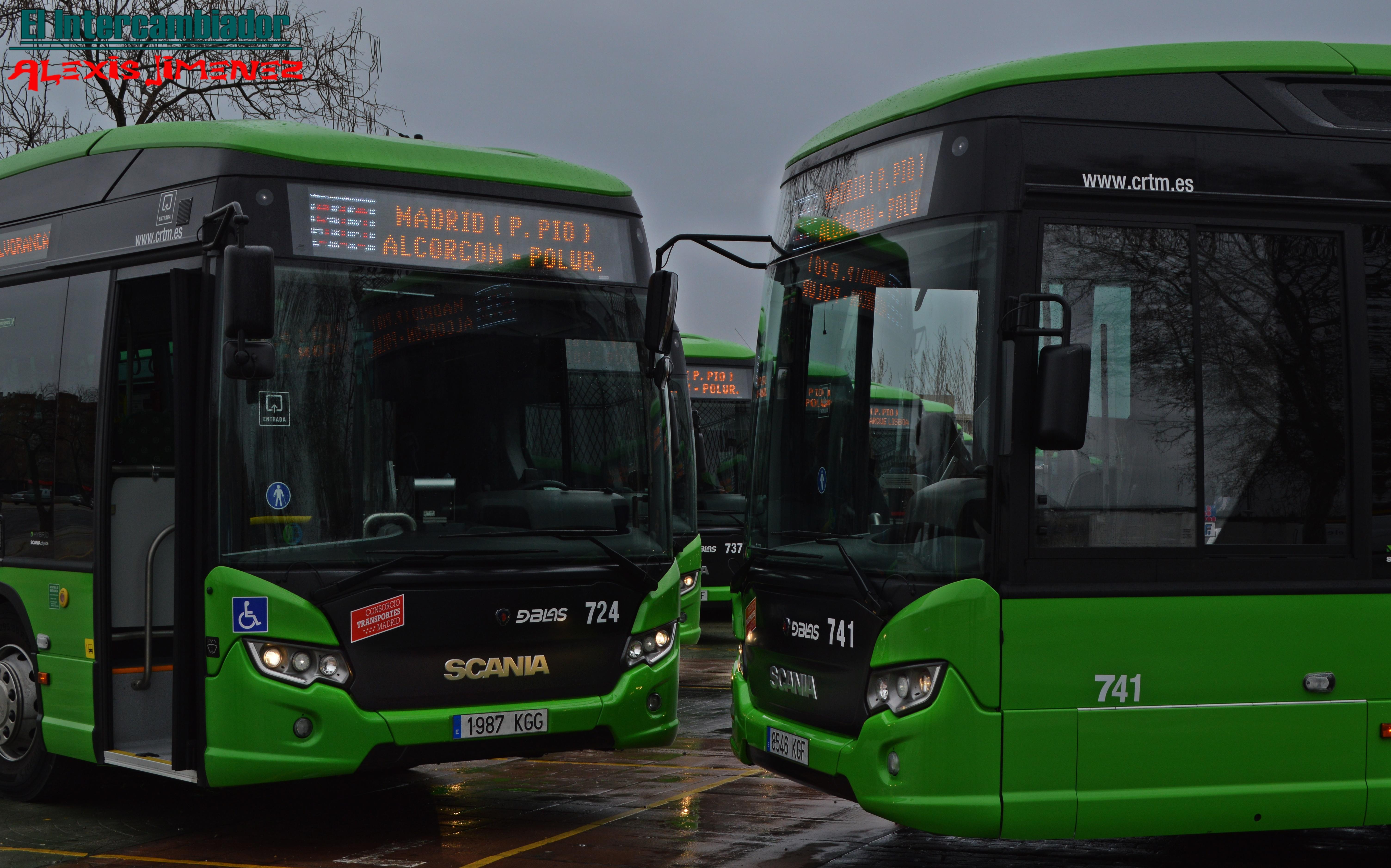 Dos de los nuevos autobuses presentados